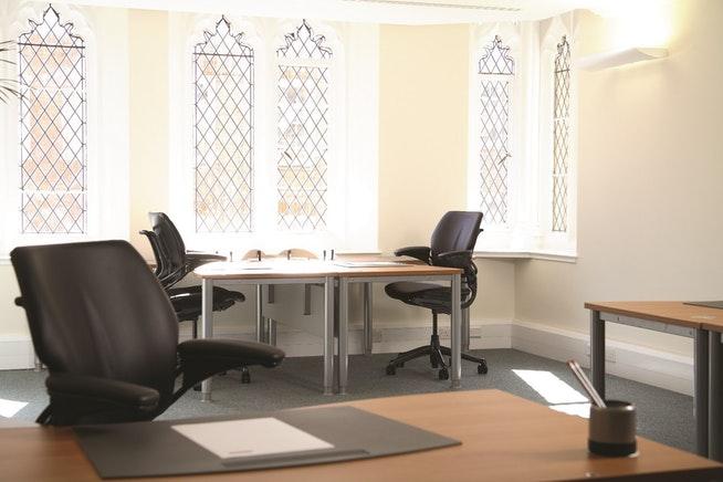 29 Farm Street office space in Mayfair - office windows details